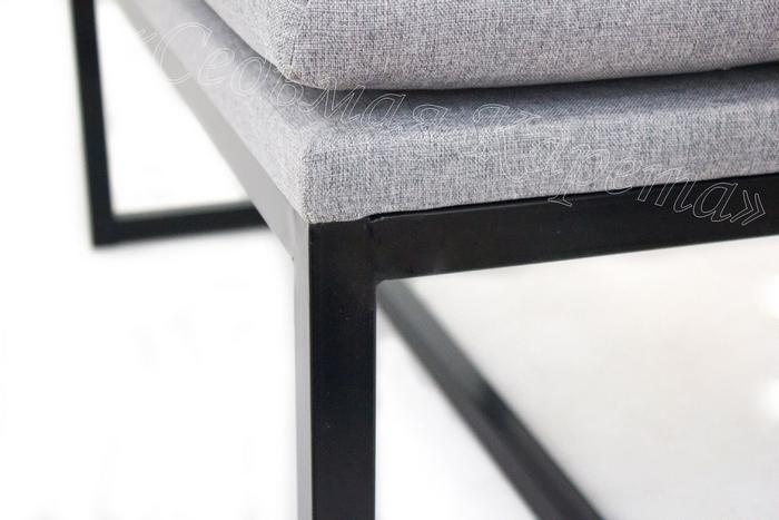Соединение металлической опоры с мягким сиденьем у дивана БОНН лофт